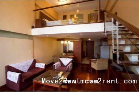 双层复式结构,使用面积95平米,楼上卧室楼下客厅,楼上楼下各有一个